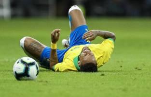Ứng phó với chấn thương phổ biến trong bóng đá